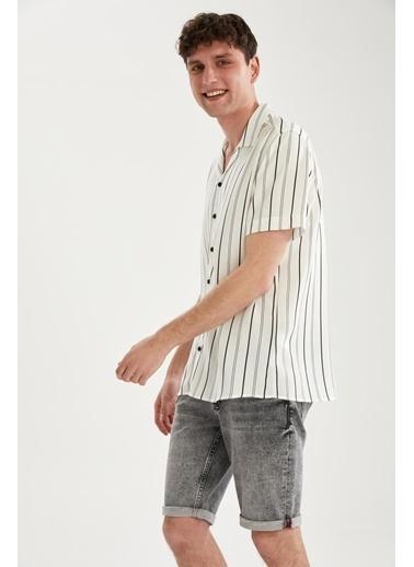 DeFacto Regular Fit Çizgili Kısa Kollu Gömlek Beyaz